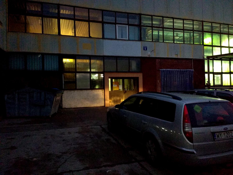 inpost-wolczynska-133-drzwi-wejsciowe